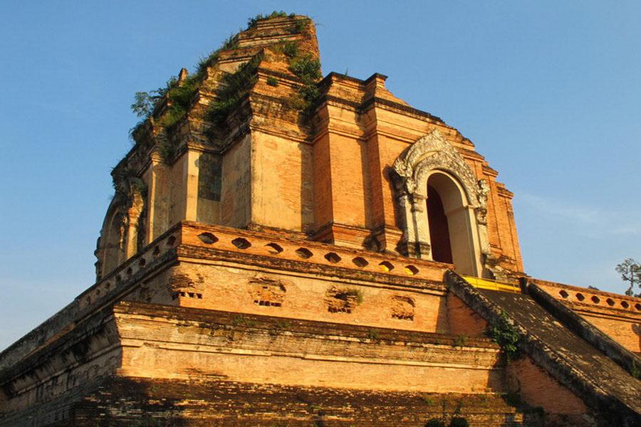 a-thailande-chiang-mai-wat-chedi-luang-go