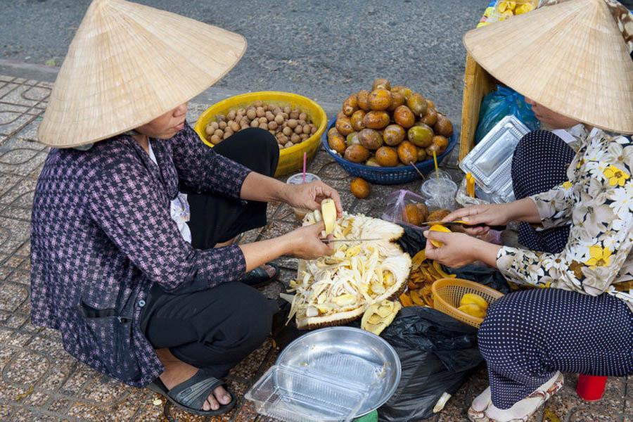 a-vietnam-ho-chi-minh-marche-4-go
