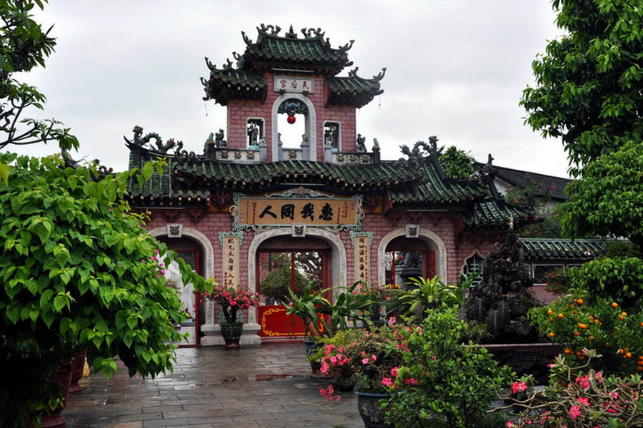a-vietnam-hoi-an-temple-3-go