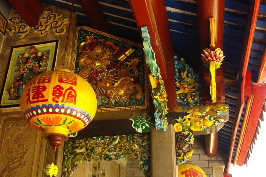 a-vietnam-hue-temple-chinois-go