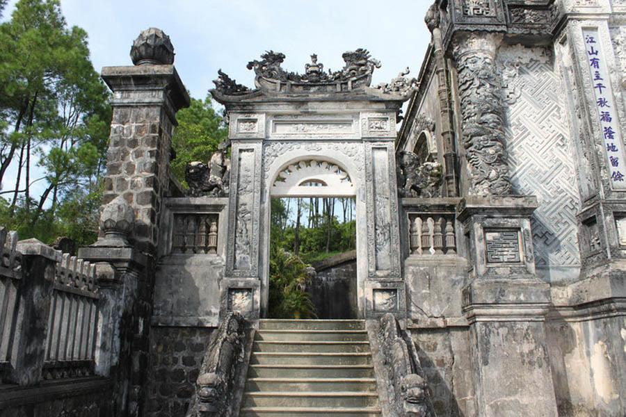 a-vietnam-hue-tombeau-de-khai-dinh-18-go