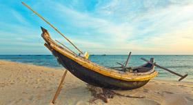 Ancien bateau de pêcheur dans la province de Hue