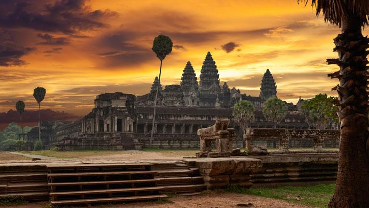Le célèbre temple Angkor Wat, à l'aube.