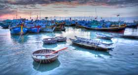 Embarcations pleines de charmes, typiques de Cai Be