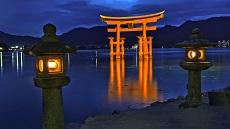 Miyajima-Torii-nuit