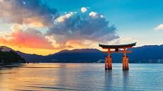 Miyajima-Torii-temple-Itsukushima-Jinja