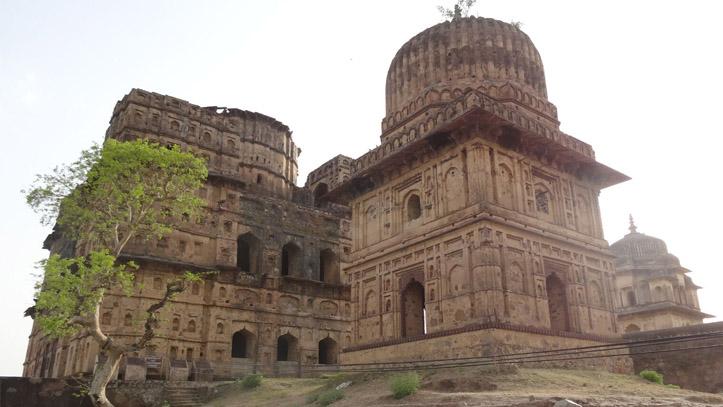 Orchha Chattris Gange
