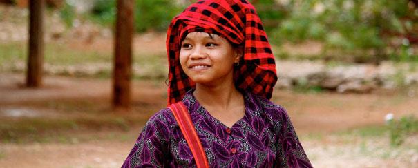 Une jeune Birmane au beau sourire...