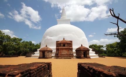 Sri-lanka-Polonnaruwa-stupa-Kiri-Vihara