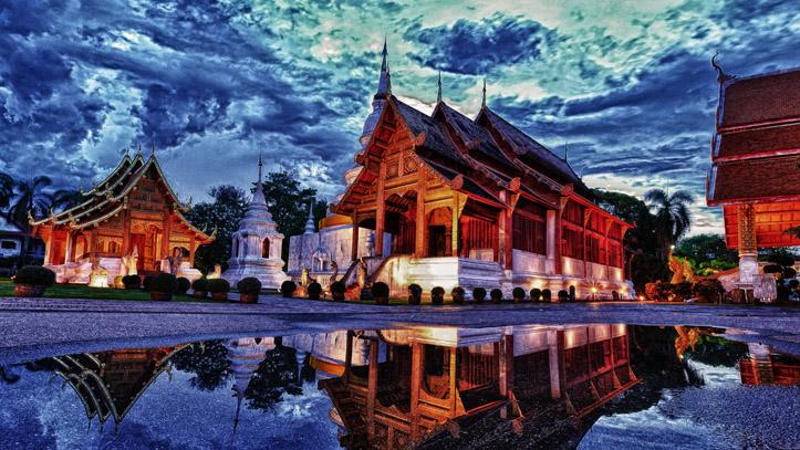 Un magnifique temple Thailandais au crépuscule !