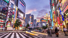 Rue du quartier Shinjuku à Tokyo