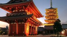 Vue sur le temple Sensoji du quartier Asakusa à Tokyo