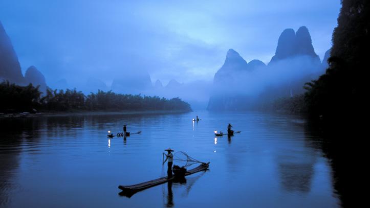 balade sur la riviere guilin li embrumée