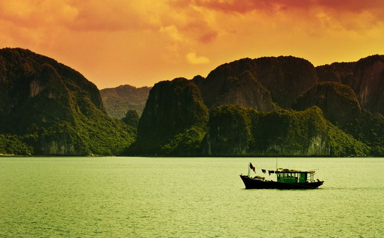 bateau-coucher-soleil-baie-halong