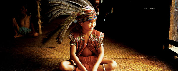 Costume traditionnel d'une tribu de Borneo