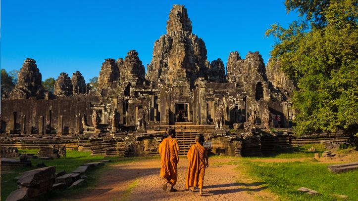 Cambodge angkor wats moines statues