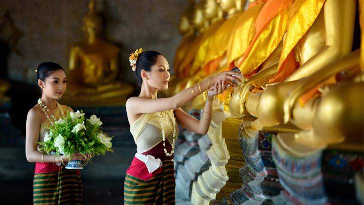 Cambodge femme bouddhas