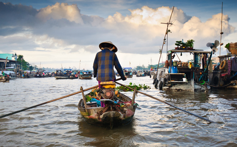 can-tho-floating-market-vietnam-up