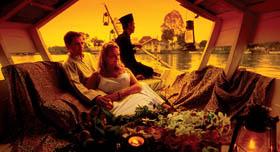 Kutching: balade en bateau typique sur la rivière de Sarawak