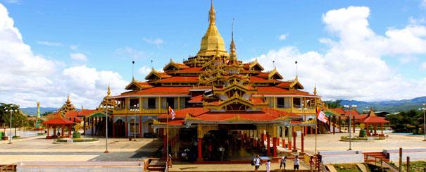 La pagode Phaung Daw Oo, sur les rives du Lac Inle