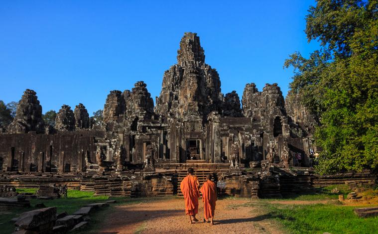 moines bouddhistes temple bayon cambodge