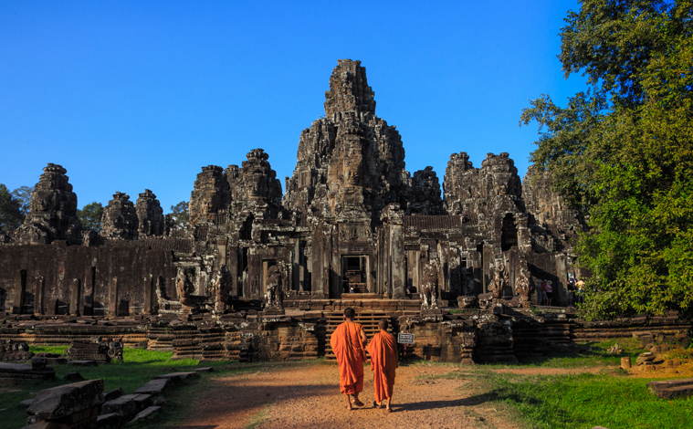 moines-buddhistes-temple-bayon-cambodge