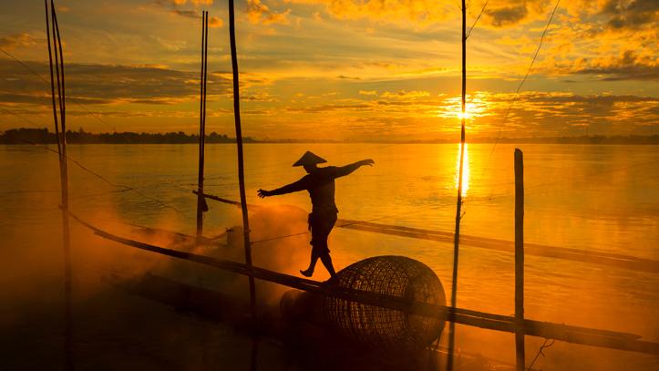 pecheur mekong lac tonle sap coucher soleil