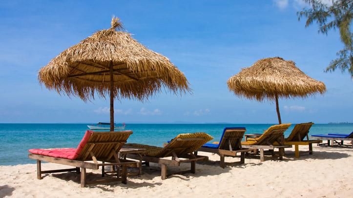 Une plage paradisiaque au Cambodge, constituée de sable blanc, d'eaux turquoises et....de calme