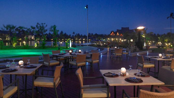 Restaurant Piscine hotel Zuri Kerala Inde