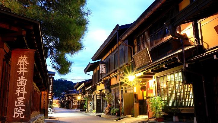 Rue Takayama nuit Japon