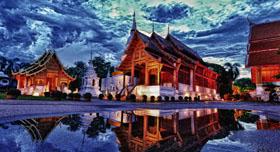 Temple Phra Singh au crépuscule