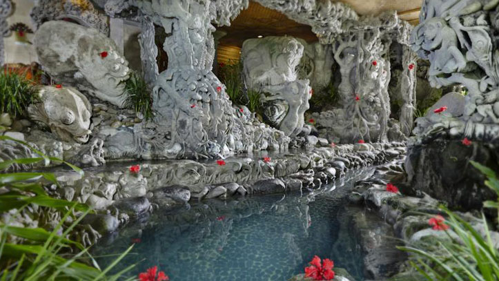 Tjampuhan eau sculpture