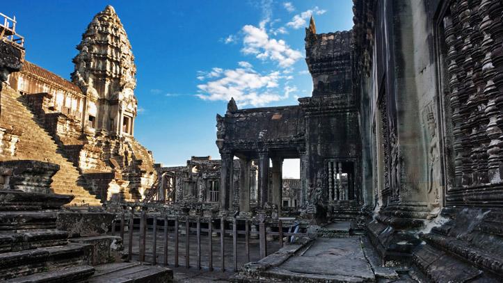 Des vestiges d'une cour intérieure d'un temple à Angkor Wat, à Siem Reap