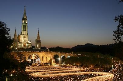 Procession mariale aux flambeaux